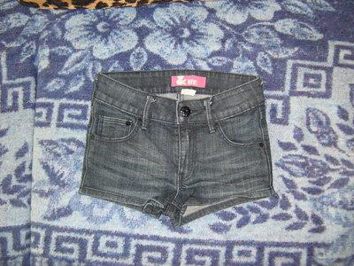 Шорты джинсовые на девочку 8-9 лет