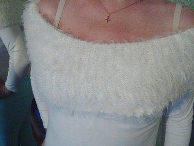 молочный белый пушистый свитер